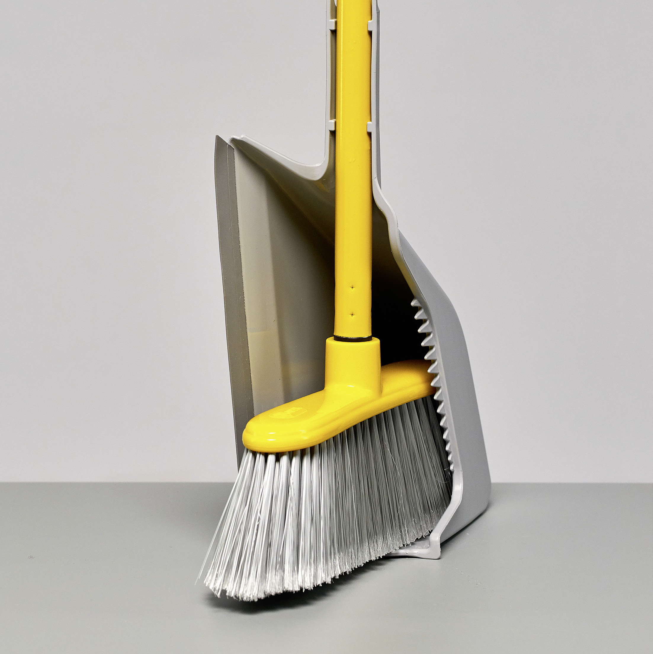 Up! Broom Holding Dustpan — Fratelli Re S.p.A.